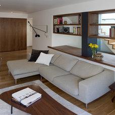Modern Family Room by atelier KS