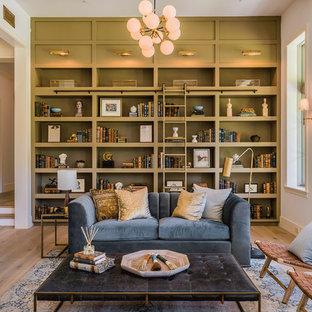Diseño de sala de estar con biblioteca cerrada, contemporánea, extra grande, sin televisor, con paredes blancas, suelo de madera clara y suelo beige