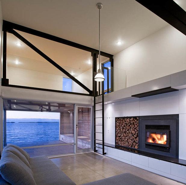 Современный Семейная комната by MacKay-Lyons Sweetapple Architects Limited