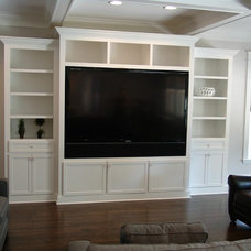 Traditional Family Room by Bay Harbour Homes, LLC