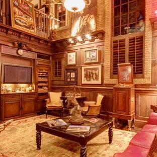 タンパの広いトロピカルスタイルのおしゃれなオープンリビング (ゲームルーム、茶色い壁、濃色無垢フローリング、埋込式メディアウォール) の写真