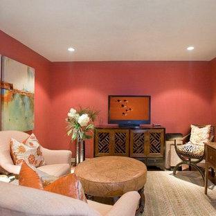 Modelo de sala de estar cerrada, ecléctica, sin chimenea, con paredes rosas y televisor independiente