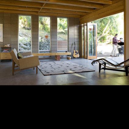 Modern Family Room by DOMU, LLC