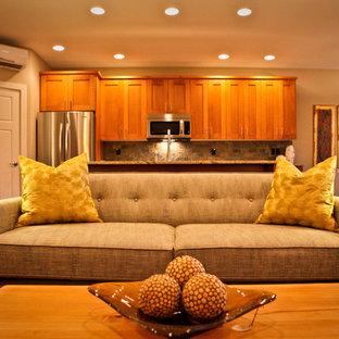 Offenes Modernes Wohnzimmer mit beiger Wandfarbe in Portland
