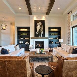 Esempio di un ampio soggiorno country aperto con angolo bar, pareti beige, parquet chiaro, camino classico, nessuna TV e pavimento marrone