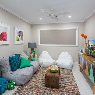 Foto de sala de estar cerrada, tradicional renovada, pequeña, con paredes grises y suelo de baldosas de cerámica