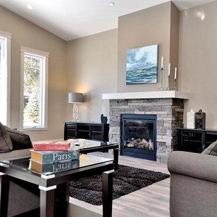 Inspiration pour une salle de séjour design de taille moyenne et ouverte avec un mur beige, sol en stratifié, une cheminée standard et un manteau de cheminée en pierre.