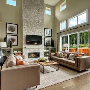 Exemple d'une salle de séjour craftsman ouverte avec un mur gris, un sol en bois clair, une cheminée standard, un manteau de cheminée en pierre et un téléviseur fixé au mur.