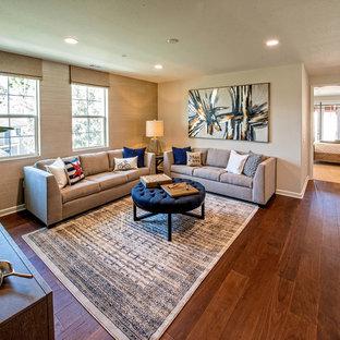 ロサンゼルスの中くらいのトランジショナルスタイルのおしゃれなロフトリビング (ゲームルーム、黒い壁、無垢フローリング、コーナー設置型暖炉、壁掛け型テレビ、茶色い床) の写真