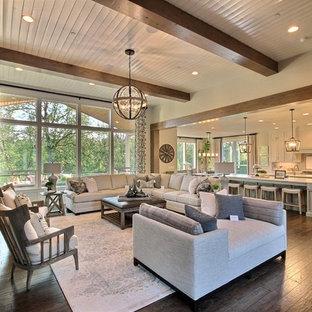Idee per un ampio soggiorno stile americano aperto con pareti beige, parquet scuro, camino classico, cornice del camino in pietra, pavimento marrone e TV a parete