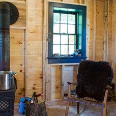 Farmhouse Family Room by Rafe Churchill: Traditional Houses