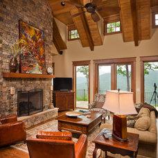Craftsman Family Room by Dillard-Jones Builders, LLC