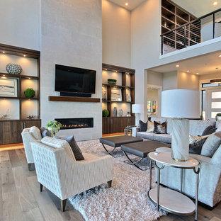 Immagine di un ampio soggiorno design stile loft con libreria, pareti beige, pavimento in legno massello medio, camino lineare Ribbon, cornice del camino piastrellata, TV a parete e pavimento beige