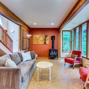 シアトルの中サイズのコンテンポラリースタイルのおしゃれなファミリールーム (オレンジの壁、コルクフローリング、標準型暖炉) の写真