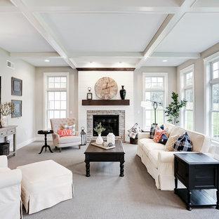 Foto de sala de estar cerrada, campestre, grande, con paredes beige, moqueta, suelo beige, chimenea tradicional y marco de chimenea de piedra