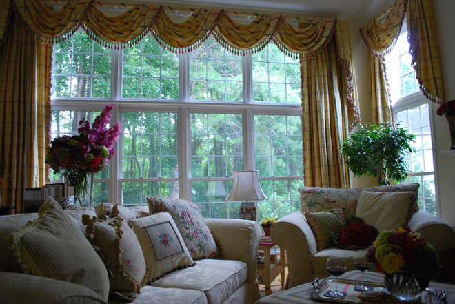 Traditional Family Room by Amelia Bennett