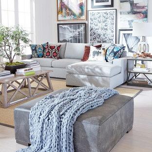 Foto de sala de estar abierta, ecléctica, grande, sin chimenea y televisor, con paredes blancas, suelo de madera clara y suelo beige