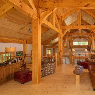 Foto de sala de estar campestre con paredes blancas, suelo de madera clara y suelo beige
