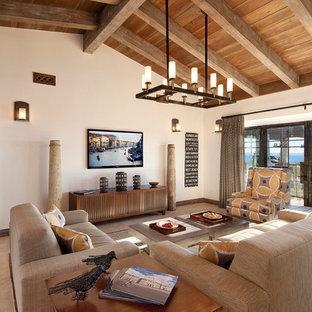 Diseño de sala de estar abierta, mediterránea, sin chimenea, con paredes beige y televisor colgado en la pared