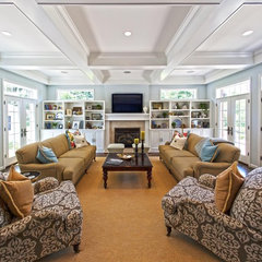 traditional family room by Hibbs Homes, LLC