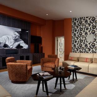 Inspiration pour une grand salle de séjour design fermée avec un mur orange, un sol en bois foncé, aucune cheminée, un téléviseur encastré et un sol marron.