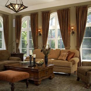 Foto di un ampio soggiorno chic aperto con pareti verdi e pavimento in legno massello medio