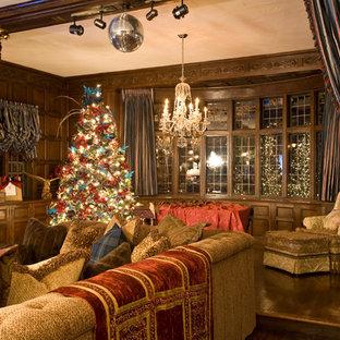 Imagen de sala de estar clásica con paredes marrones
