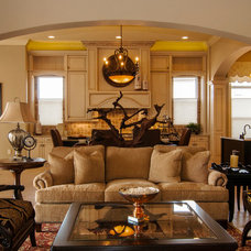 Traditional Family Room by Studio KW Photography