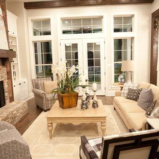 Exemple d'une très grande salle de séjour nature ouverte avec un mur gris, un sol en bois clair, une cheminée standard, un manteau de cheminée en bois, un téléviseur fixé au mur et un sol marron.