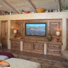 Traditional Family Room by Hamilton-Gray Design, Inc.