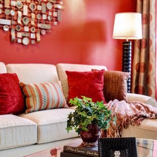 Ispirazione per un piccolo soggiorno chic con sala giochi, pareti rosse, moquette e TV a parete
