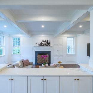 フィラデルフィアの広いトランジショナルスタイルのおしゃれなオープンリビング (白い壁、濃色無垢フローリング、標準型暖炉、木材の暖炉まわり、壁掛け型テレビ、茶色い床、格子天井、パネル壁) の写真