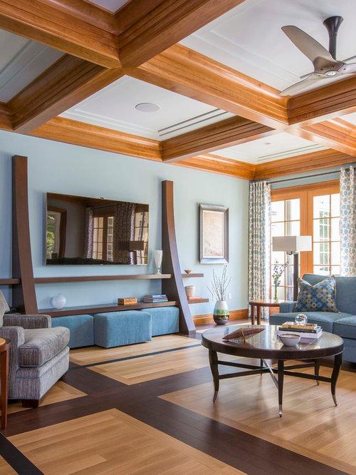 Rustikale wohnzimmer mit blauer wandfarbe ideen design for Wandfarbe kamin