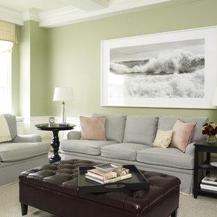 Idée de décoration pour une salle de séjour tradition avec un mur vert.