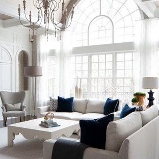 Ispirazione per un soggiorno chic aperto con pareti bianche, parquet scuro, pavimento marrone, soffitto a volta e pannellatura