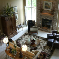 Traditional Family Room by Cindi B.Jones
