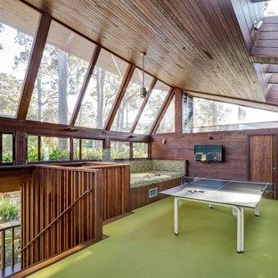 Ispirazione per un grande soggiorno design con moquette e sala giochi