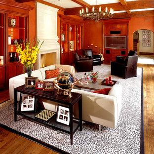 Cette image montre une salle de séjour traditionnelle avec un mur orange.