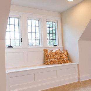 Esempio di un grande soggiorno chic stile loft con pareti beige, moquette e nessun camino