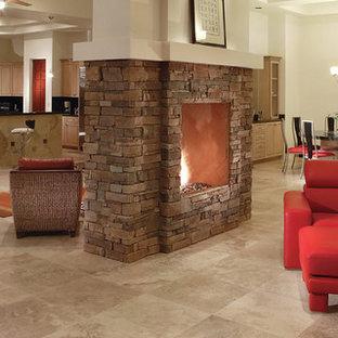 Modelo de sala de estar abierta, de estilo zen, de tamaño medio, sin televisor, con paredes blancas, suelo de travertino, chimenea tradicional, marco de chimenea de piedra y suelo beige