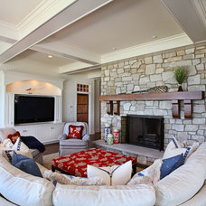 Traditional Family Room by Insignia Homes