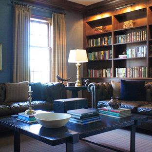 Esempio di un soggiorno classico di medie dimensioni e chiuso con libreria, pareti blu, moquette, nessun camino e nessuna TV