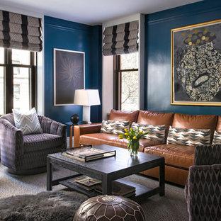 ニューヨークの中サイズのトランジショナルスタイルのおしゃれな独立型ファミリールーム (青い壁、カーペット敷き、暖炉なし、テレビなし、ベージュの床) の写真