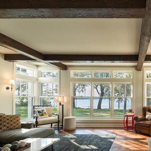 Mittelgroßes, Offenes Modernes Wohnzimmer mit braunem Holzboden, Kamin, Kaminsims aus Stein und Multimediawand in Minneapolis