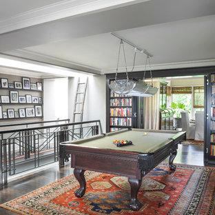 Imagen de sala de juegos en casa abierta, tradicional renovada, con paredes grises, suelo de madera oscura y suelo marrón