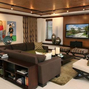 Réalisation d'une salle de séjour design de taille moyenne et ouverte avec un mur beige, un téléviseur fixé au mur, un sol en linoléum, aucune cheminée et un sol blanc.