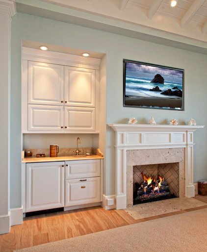 traditional family room by Busby Cabinets