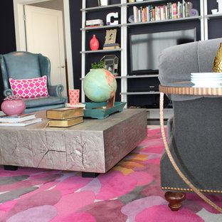 Aménagement d'une salle de séjour mansardée ou avec mezzanine éclectique de taille moyenne.