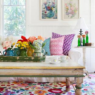 Foto di un piccolo soggiorno stile shabby aperto con pareti bianche