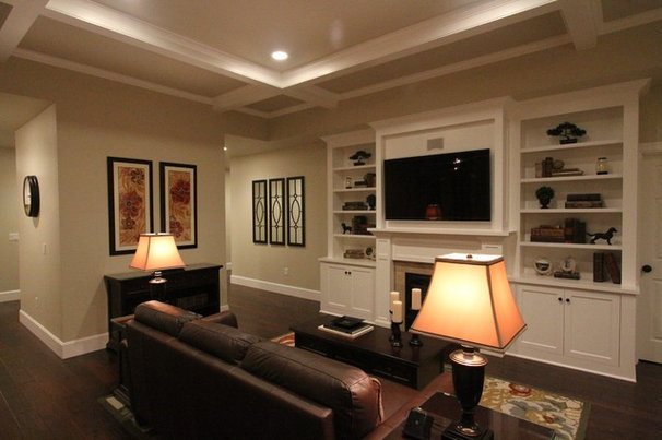 Family Room by Aloha Home Builders